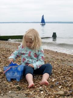 How to make a sea shell photo frame