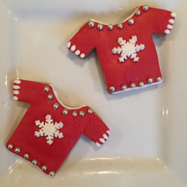 Christmas cookies shaped like festive jumpers - great fun for kids to decorate and personalise,
